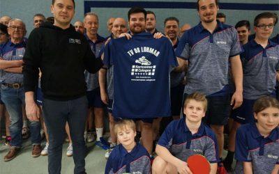 Tischtennisspieler*innen des TV 08 Lohmar in neuem Zwirn und mit guten Leistungen