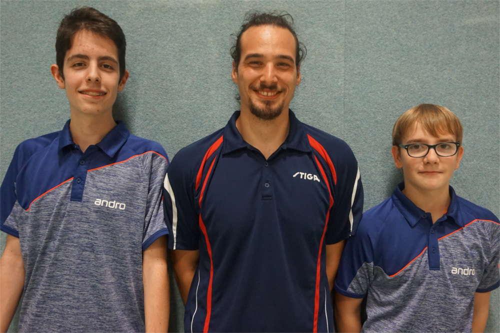 Tischtennisabteilung intensiviert Nachwuchsarbeit Anfängergruppe wird von zwei neuen Assistenztrainern unterstützt
